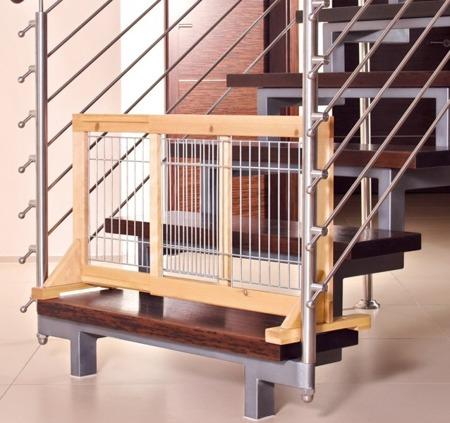 Drewniana, rozsuwana barierka dla psa z kratą